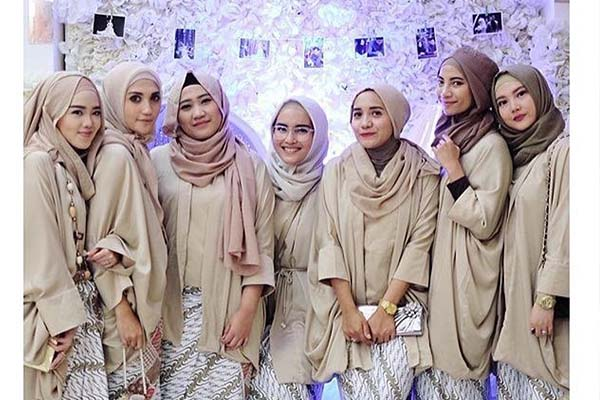 lifestyle-people.com - Kebaya Kutu Baru Warna cream